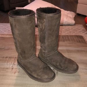 Classic Chocolate UGG Boot- Size 8